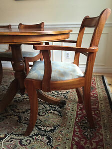 Beautiful Antique dining room set with 6 chairs West Island Greater Montréal image 3