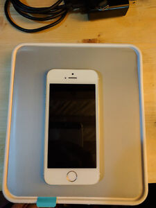 iPhone 5s 16GB Gold locked to Bell