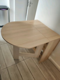 Dining table foldable (4 or 6 people) like new Light Oak