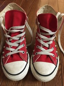 Kids shoes sz 1 and 2 (converse and gap) Windsor Region Ontario image 4