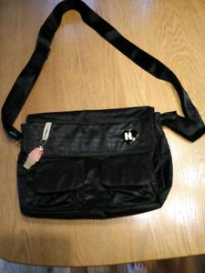 Beau sac noir à bandoulière