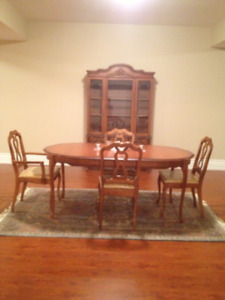Diningroom China Hutch and Table with 4 Chairs