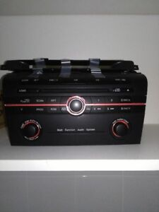 Radio OEM Mazda 3 2004-2009 mint condition 40$