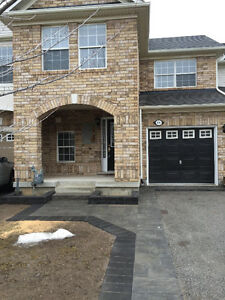 Milton Townhouse for Rent, 3 bed, 2.5 bath, 1400 sq.ft, $1825/mo