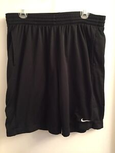 NIKE FIT DRY SHORTS SIZE XL