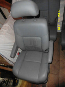 Toyota Sienna XLE Grey Leather Rear Seats(4)