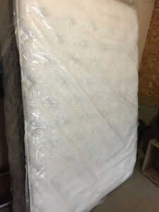 SAVE $1000 QUEEN MATTRESS IN PLASTIC