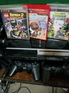 PS3 - 40 GB + 3 GAMES + 2 controllers and power cord