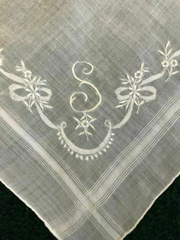 Gorgeous ANTIQUE Wedding EMBROIDERED MONOGRAM S * BRDIAL HANKY