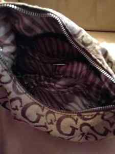 Authentic Small Guess purse Cambridge Kitchener Area image 2