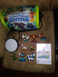 Wii skylanders platform game figures character pieces and case