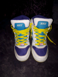 Woman's Nike Air Shoes size 7