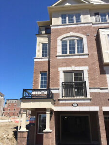 4bdr New Town house near Durham College and Uof OIT