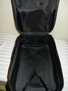 Carry-on suitcase (Black) Windsor Region Ontario image 2
