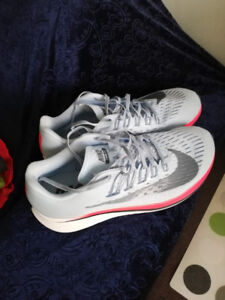Nike Zoom Fly Running Shoes Women Size 10 Last Pair