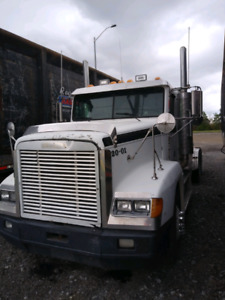 2000 freightliner fld with Detroit 12.7(1999 engine)