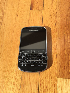 Blackberry Bold 9900 (Locked to Bell)