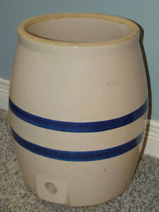STONEWARE POTTERY CROCK COOLER BLUE BANDS AND LID