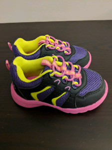 Carters running shoes (SIZE 4)