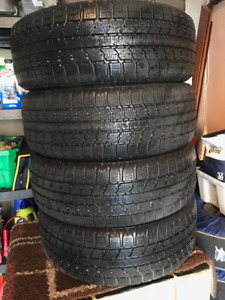 Pneus hiver Toyo 235 55 R19 (4 excellente pneus) Observe GSI-5