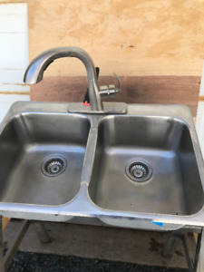KITCHEN SINK AND TAPS FOR SALE