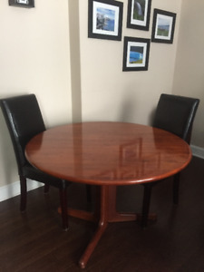 For sale 4x6 oval solid wood dining room table