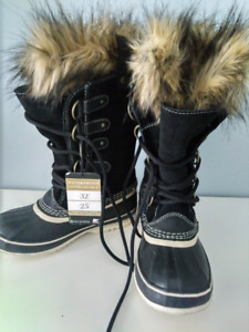 Brand New  Sorel Joan of Artic Boots - Size 5