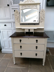 Beautiful Edwardian dressing table/chest of drawers with ornate mirror