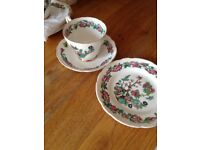 Tea set 5x cups, saucers and side plates
