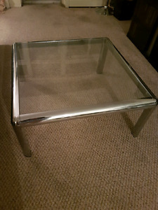 Coffe table glass top with crome legs