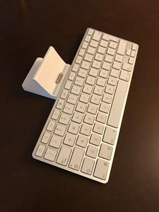 Dock-clavier d'Apple pour iPad et dock pour iPhone ou iPod