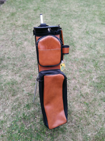 leather/leatherette golf bag and stand