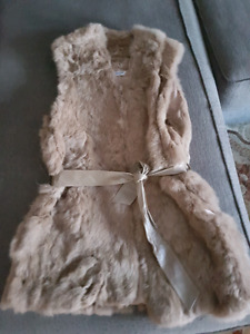 """Beautiful Real fur vests """"new"""" - 50 each (firm)"""