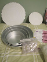 $25.    4 Round Tier Cake Pans, 2 Bases, Turtle Candy Molds