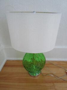 Lampe de table / chevet pied en verre vert de forme ovale