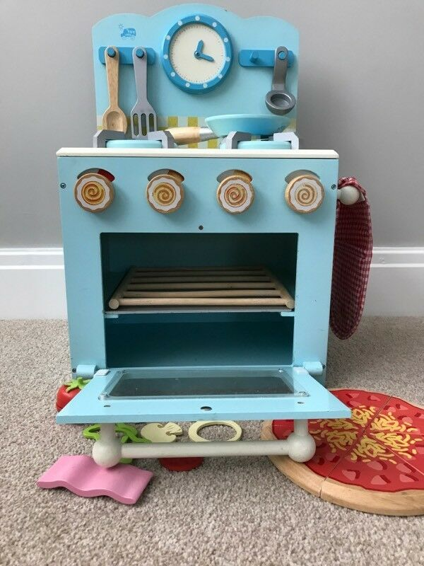 Wooden childrens play kitchen / oven from GLTC