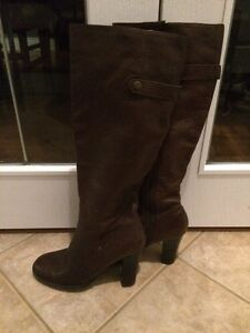 Size 8.5 brown leather boots