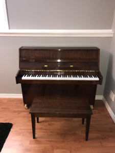 Young Chang E-101 Upright Piano