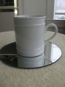 "VINTAGE""CROWN REGENT"" FINE CHINA[stamped].WHITE TEA / COFFEE MUG"