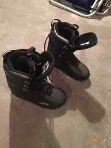 Snowboard and Boots Used once BRAND NEW Kingston Kingston Area image 4
