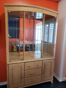 Buffet/China Cabinet/Dining Room Hutch