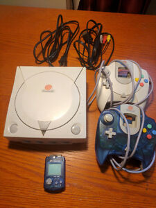 Sega Dreamcast with 2 Controllers, 1 VMU and 2 Games