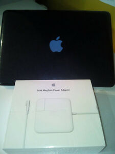 Selling Macbook Pro CoreI7 everything works in very good conditi