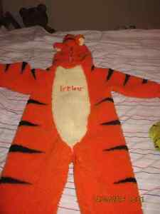 Selling a Tigger Costume - size 2-4T