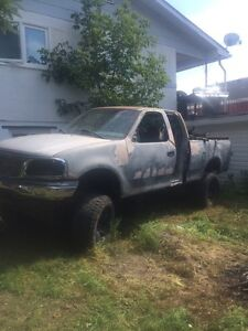 2000 Ford extended cab f-150 4x4 8 inch lift   Great parts ttuck