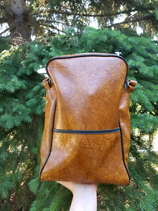 Vintage bag with 3 travel Thermoses