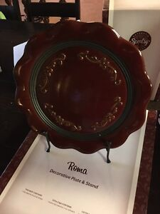 NEW Scentsy ROMA special edition plate with stand and vase