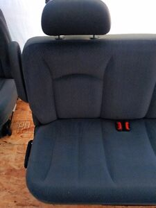 2002 DODGE CARAVAN 2'ND ROW AND 3'RD ROW BENCHES Windsor Region Ontario image 5