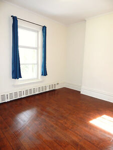 BRIGHT & SPACIOUS STUDENT ROOMS - PERFECT FOR OTTAWA UNIVERSITY
