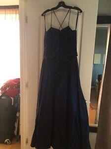 Robe de bal ou de soirée longue bleu marine